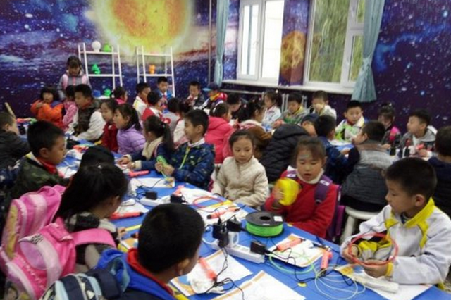 """哈市九城区实行小学生课后服务 孩子玩出""""专业范"""""""