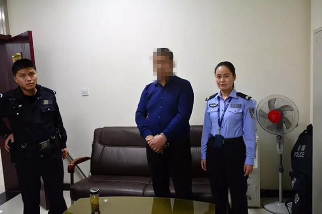 刑拘在逃男子出入境窗口办证 女辅警机智将其抓获