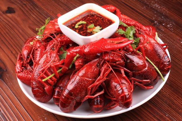 小龙虾提前半个月爬上冰城餐桌 价格变动不大