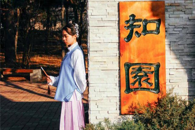18日首个中国华服日 哈市5所高校学生穿起汉服超惊艳