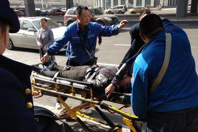哈市女学生地铁上昏厥 医生与地铁工作人员协同施救