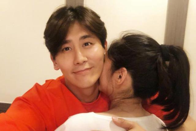 于晓光生日示爱老婆 秋瓷炫:你才是我最好的礼物