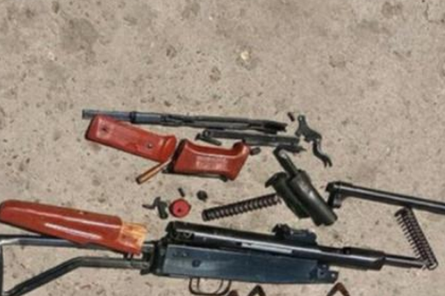 """齐齐哈尔老人扔垃圾 垃圾箱里捡到一把""""猎枪"""""""