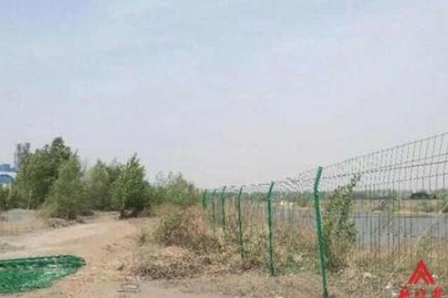 防乱卸垃圾 哈尔滨道外区阿什河拉起万米防护网