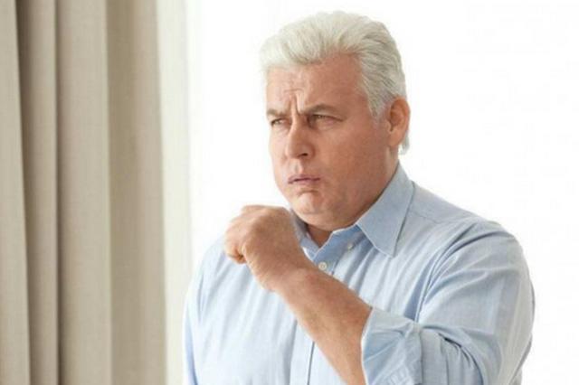 男子因嗓子疼住进重症监护病房 这种小病你要重视