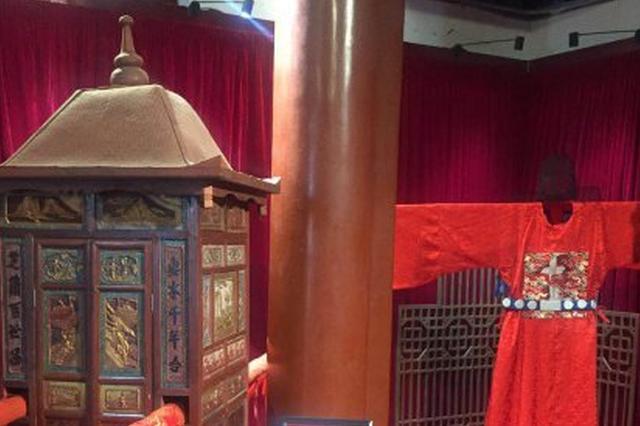 古代婚礼咋办吗 去省民族博物馆穿三朝婚服穿越吧
