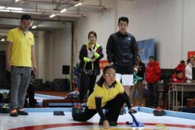 没有冰也可玩冰壶 陆地冰壶首次在黑龙江运动会亮相