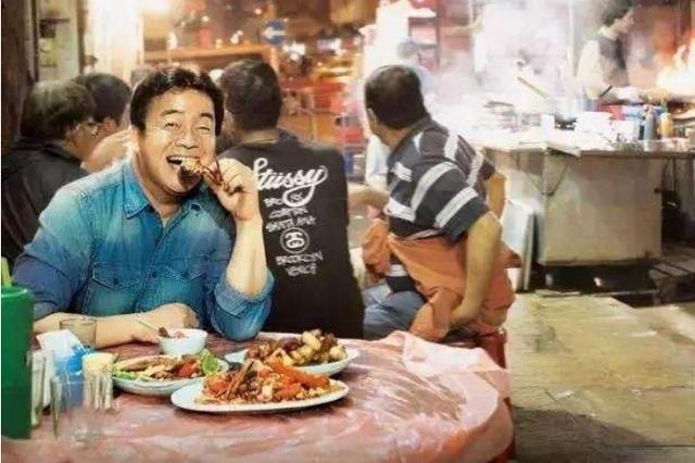 《街头美食斗士》哈尔滨压轴 吃货边流口水边傲骄