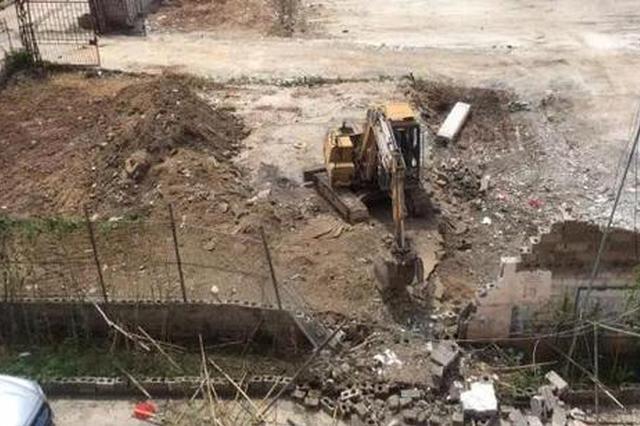 广西贵港警方通报:一挖掘机挖土引爆炸 3人受伤