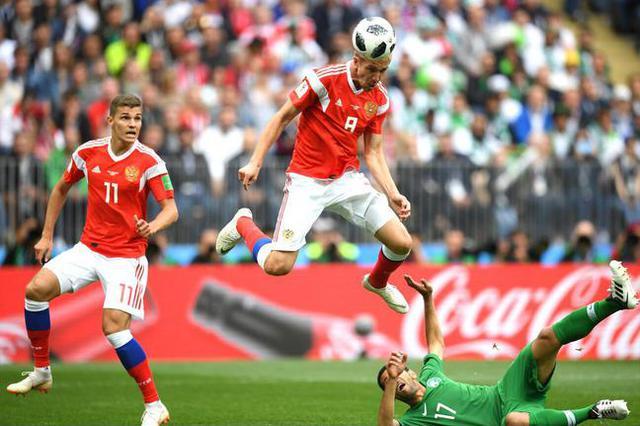 世界杯首球来了!俄罗斯闪电进球 C罗式破门丨gif