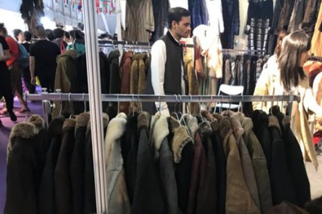 限量茅台两瓶18万 巴基斯坦羊皮大衣一天卖30多件