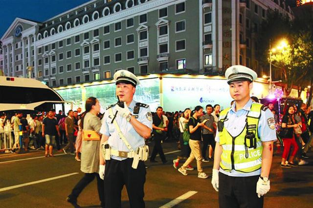 哈尔滨市交警部门出动两千警力确保端午节交通顺畅