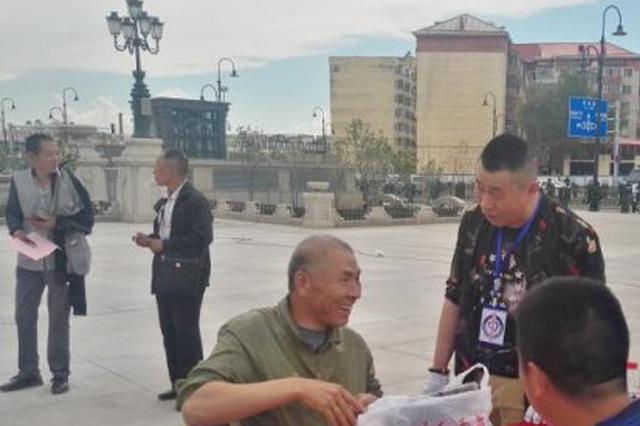 """哈尔滨救助站开放日 40多名市民体验""""临时之家"""""""