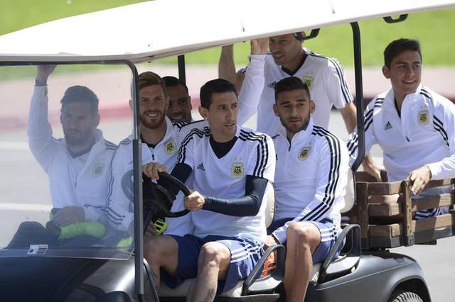 曝梅西仍为丢点而自责 阿根廷必须让他振作啊