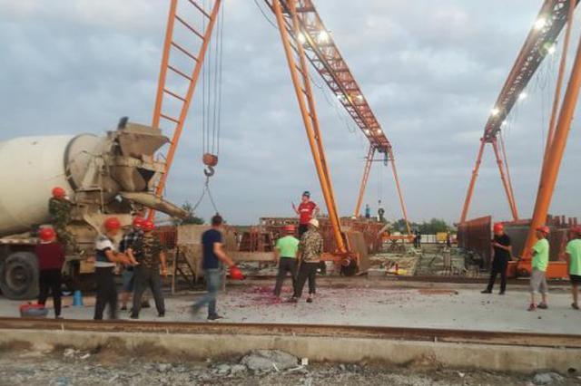 哈市城乡路高架体系项目首片预制箱梁浇筑成功