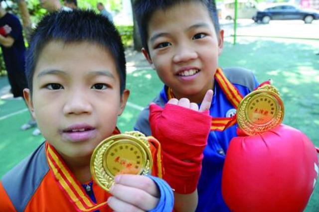 台湾双胞胎男孩冰城追寻拳击梦 每年假期来哈学艺