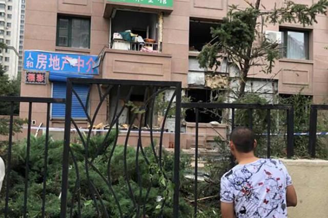 松北区一面食店发生爆炸 一男子重伤近30辆车受损