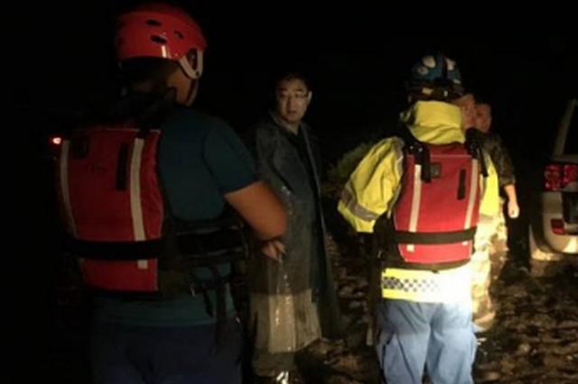 哈尔滨巴彦县24名村民被洪水围困 救援队成功救援