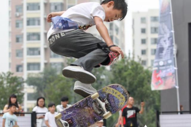 超炫酷!中国滑板高手齐聚冰城 看看谁飞得更高更好
