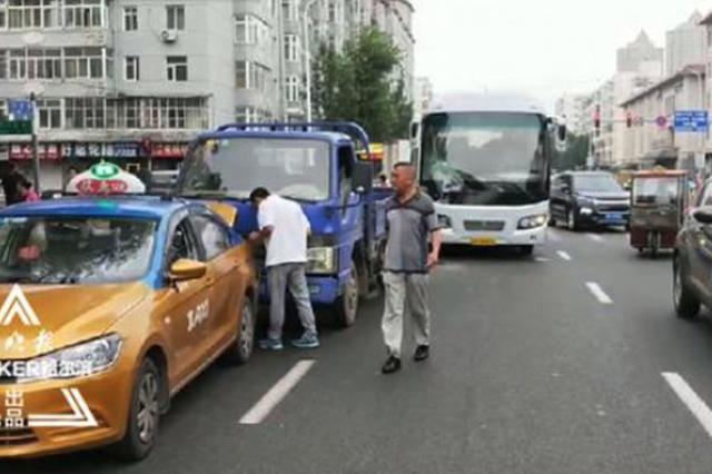 早高峰加小心 哈尔滨道外北新街4车追尾幸无伤亡
