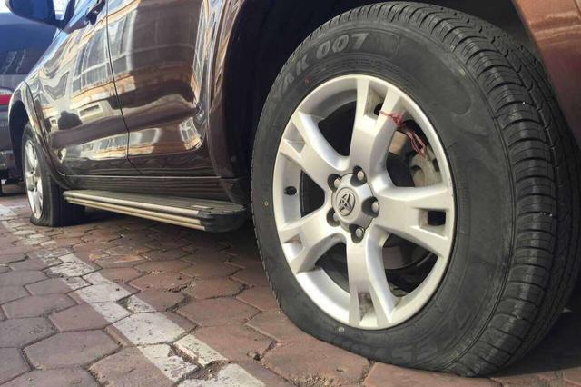 河源警方通报高速上多辆车车胎被扎 非人为故意撒钉子