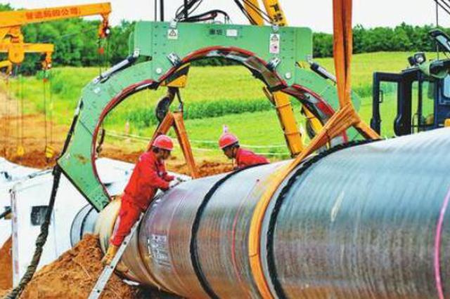 中俄东线天然气管道北段进展顺利 工人酷暑焊接管道