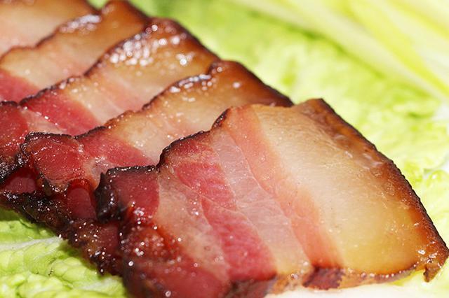 超市买回腊肉吃完拉肚子 一看包装上有两个保质期