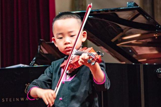 第34届中国哈尔滨之夏音乐会 5岁双胞胎琴童登台献艺