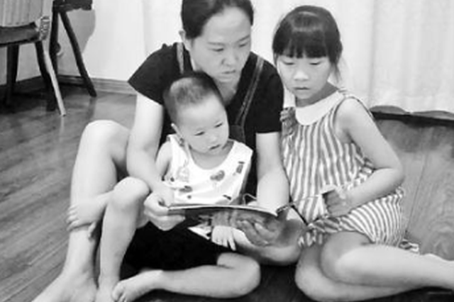 妈妈怕娃上幼儿园跟不上 给其报5个培训班