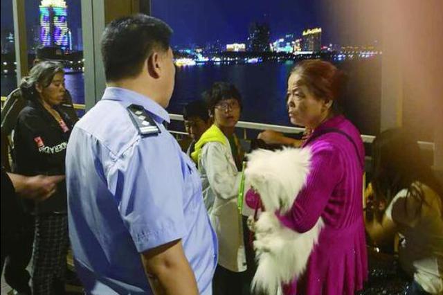 哈尔滨对公共场所实施常态化管理 遛犬不拴绳将被处罚