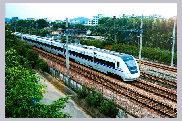 因施工佳木斯-北京K266次等列车 哈站取消办理业务