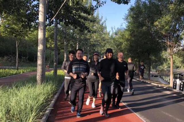 周润发连续三天北京晨跑 网友:现在偶遇来得及吗