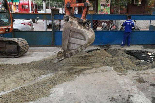 供暖管线漏水 哈市安宁街口临时封闭预计9时前恢复交通