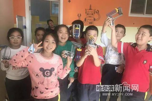 中秋小长假哈尔滨科学宫不打烊 萌娃与机器人下棋打擂
