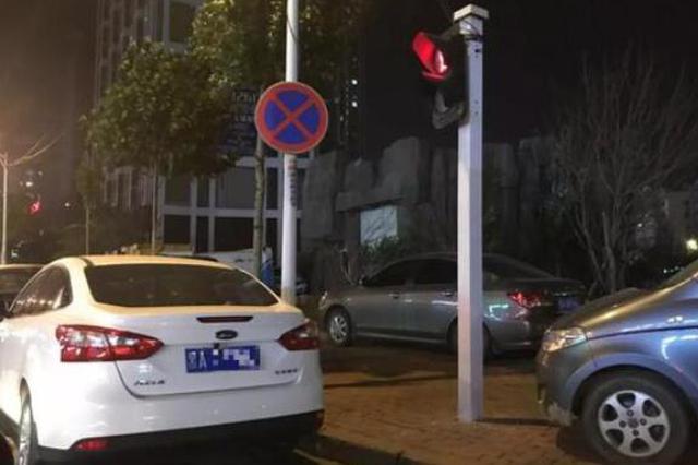 哈市刚拓宽的道路就有人违停 交警:开展专项治理