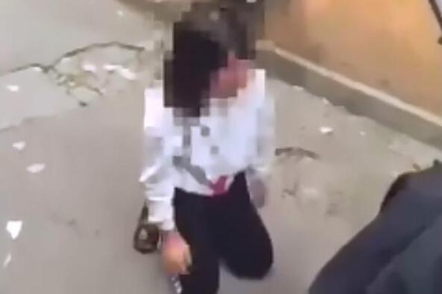13岁女生被逼下跪并遭殴打 警方:已批评打人者