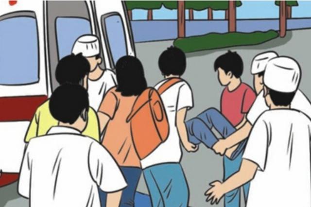 生死一线!外地乘客车上发病 司乘人员合力救人