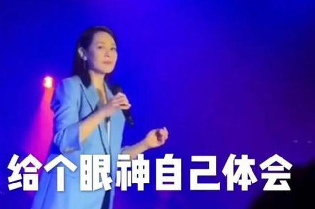 刘若英方回应被粉丝抢拍后变脸:可以收获表情包