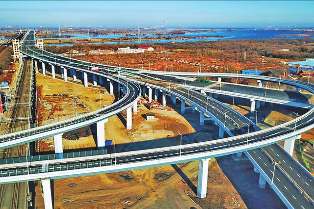 松花江再添一条过江通道 滨北线松花江公铁两用桥通车