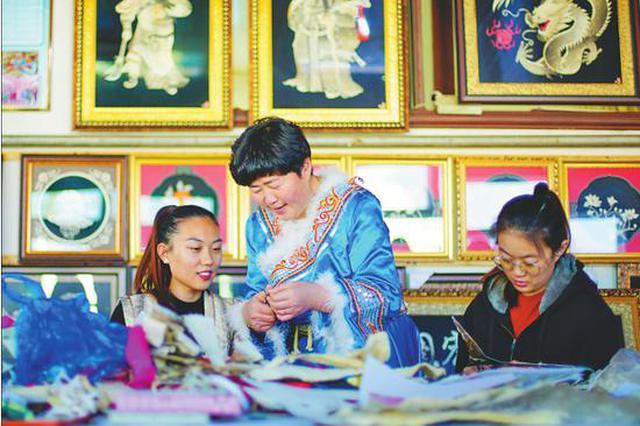 弘扬民族风俗 赫哲海珠手工艺品助农增收