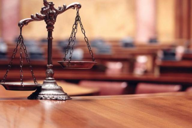 老人被货车撞断腿因司法鉴定起争议 法院这样判