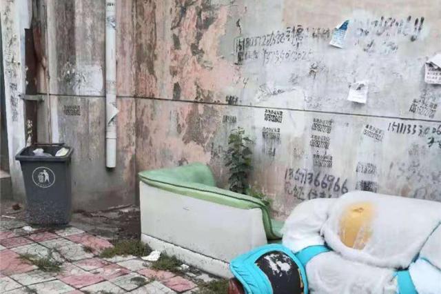 珠江小区居民成被告 物业起诉居民欠费居民称服务差