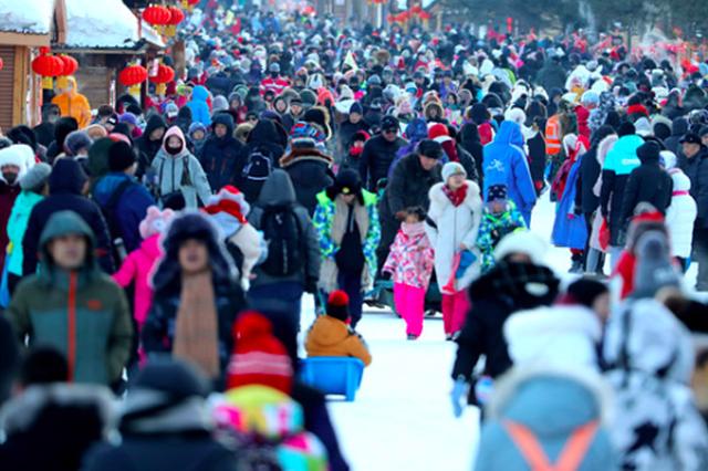 黑龙江雪乡春节游客?#23458;?#27604;增长30.43% 流量堪比中央大街