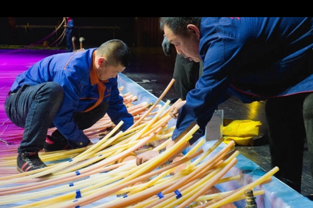 哈尔滨大剧院里浇冰场造价200万 每天电费3000元