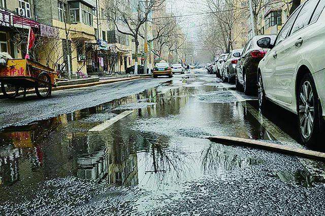 哈市安化街60号一棋牌室下水返水排路上流出百米小河