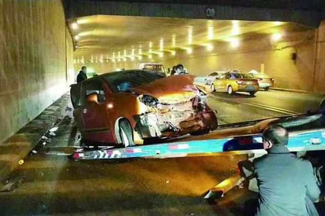 哈尔滨市道外区一雪佛兰撞上丰田 司机称睡着了