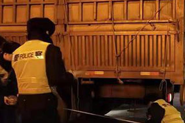哈尔滨市一男子骑车回家途中被大货撞倒不幸身亡