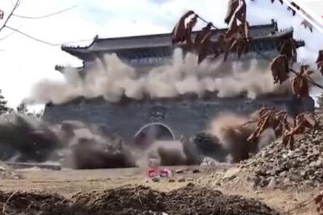 实拍:黑龙江牡丹江曹园大门爆破现场