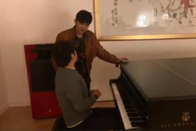 周杰伦自称老师教郎朗弹钢琴 调侃像教乔丹打篮球