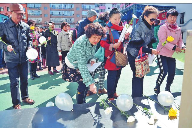 鲜花卡片取代冥纸冥币 哈尔滨市低碳祭扫渐成风尚